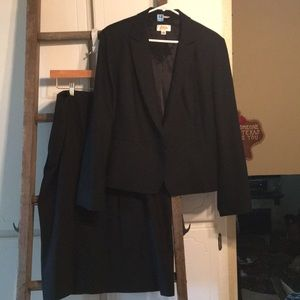 Black suit set jacket and skirt size 16